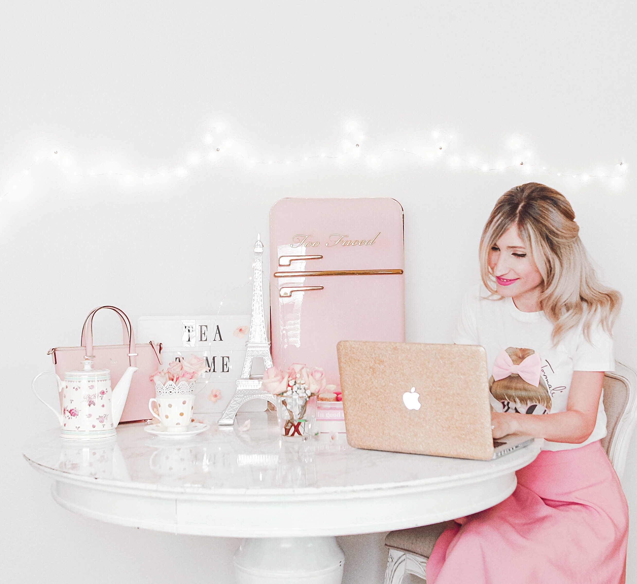 How To Make Your Workspace Pretty & Girly