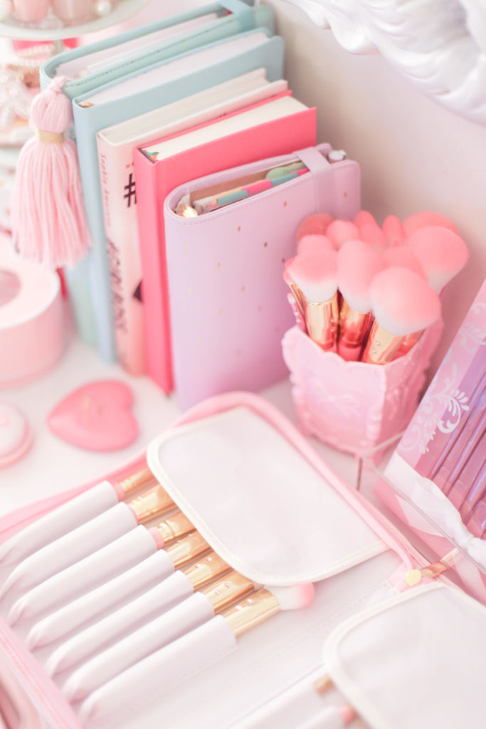 How To Make Your Workspace Girly