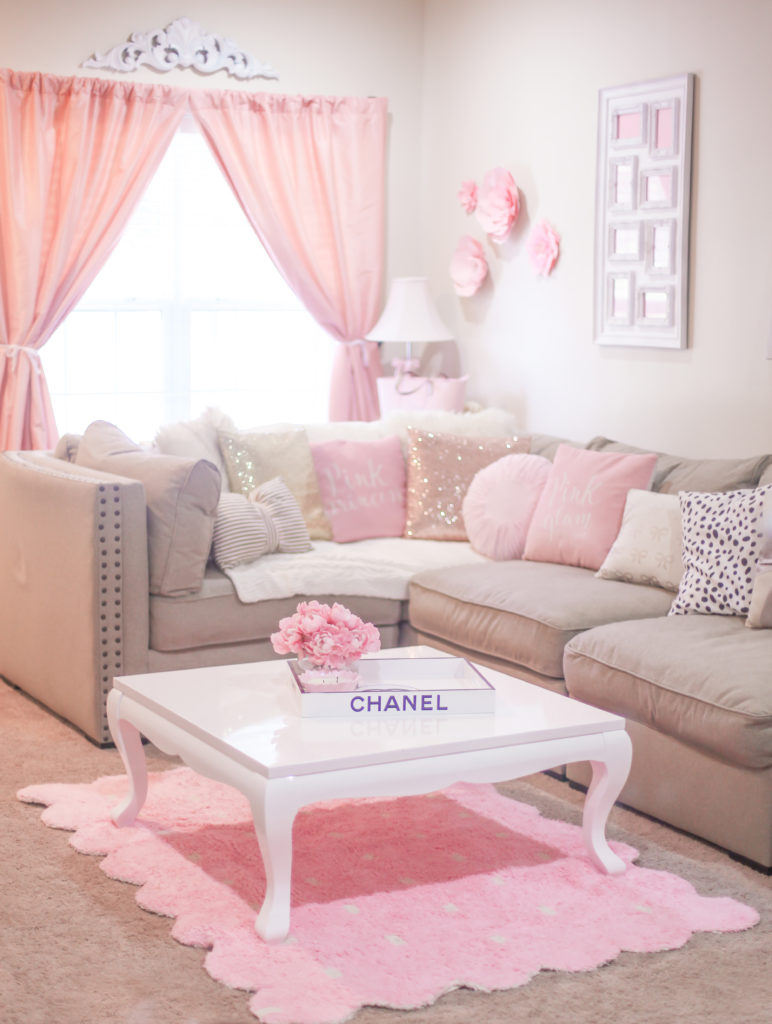 The most girly pink decor for a feminine home jadore for Girly bedroom decor