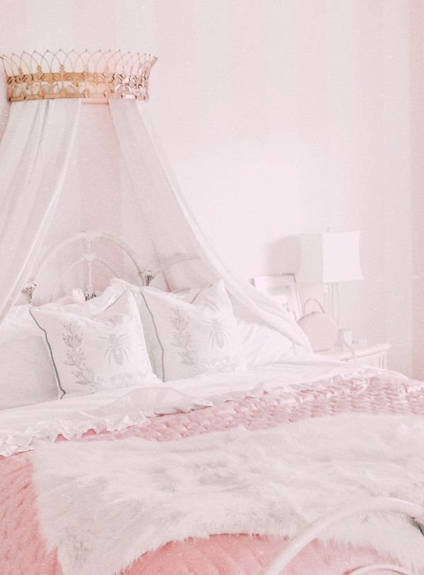 This Piece Can Instantly Elevate The Look of Your Bedroom